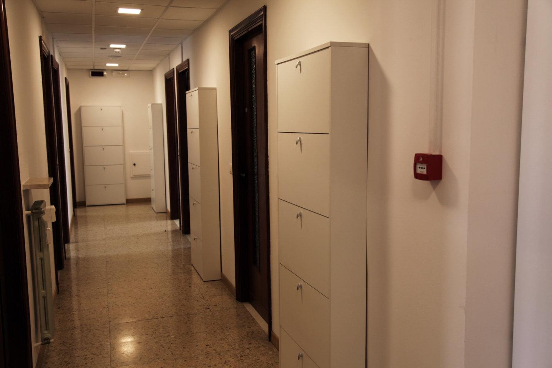 Corridoio con armadi